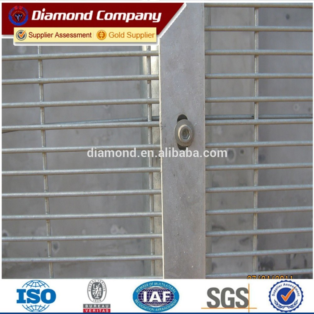 PVC coated and galvanized anti climb fence/358 high security fence